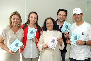 Comemoração em família: a filha Tânia Cristina Duarte, a neta Bruna Xavier da Veiga, a autora Romilda dos Santos Veiga, o filho Moacir Xavier da Veiga e o neto Ruan Duarte Filho