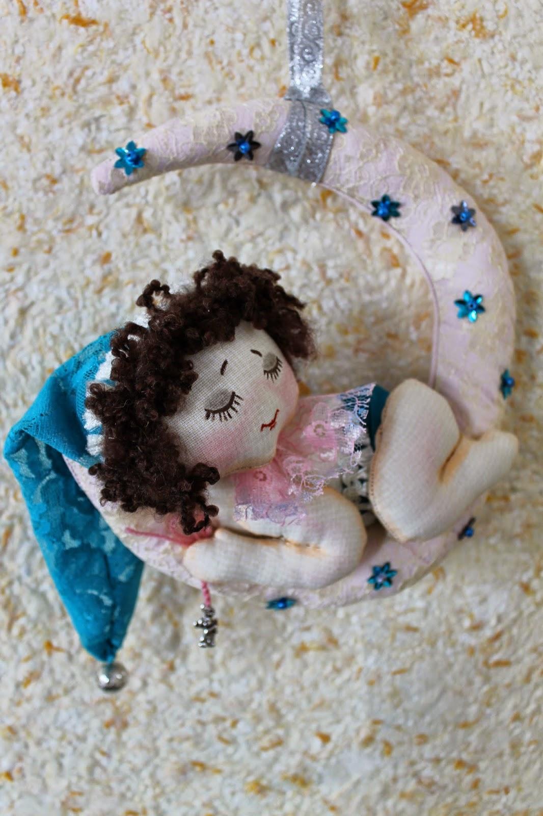 Ангелок - лялька на луне