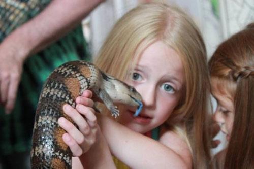 Crianças com animais exótico - www.publicitario13.com.br