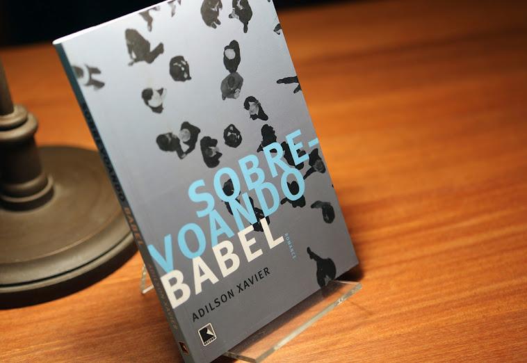 Terceiro livro, segundo romance.
