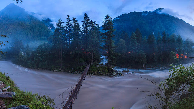 Parvati River in Kasol, Himachal Pradesh, India (© SIME/eStock Photo) 624