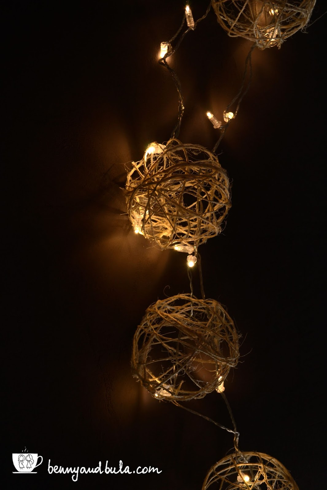 Christmas 2015: craft, DIY twine balls ornaments/Tutorial decorazioni Natale Faidate, palline di spago