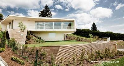 Residencia sobre elevada contemporánea en Austria