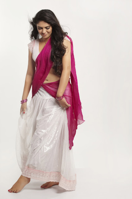 Hot Indian Actress Sherin Navel Pics