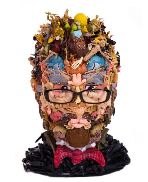 Freya Jobbins esculturas de bonecos reciclados plástico brinquedos