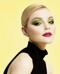 http://1.bp.blogspot.com/-dvgrV11RLR8/T19pqEdXCpI/AAAAAAAAAjc/XuXtsJmMvGk/s320/green-eyeshadow-look.jpg