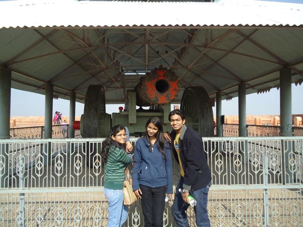 World's largest canon on wheels-Jaivana  Jaipur