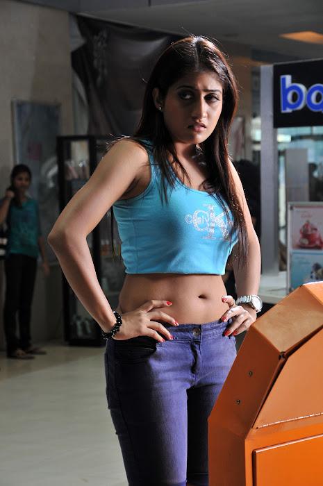 anisha singh from ayyare movie, anisha glamour  images