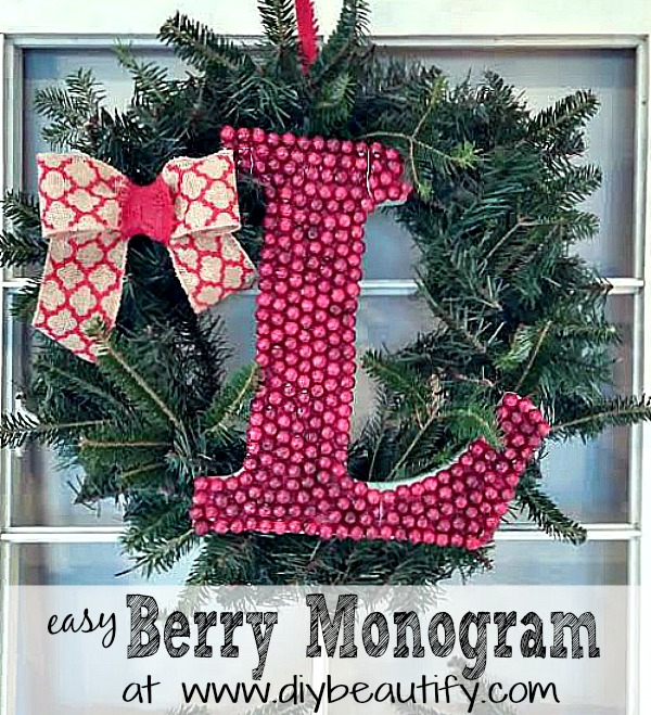 How to make a berry monogram wreath at www.diybeautify.com