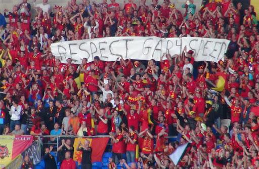 Belgian fans unfurl 'Respect Gary Speed' banner