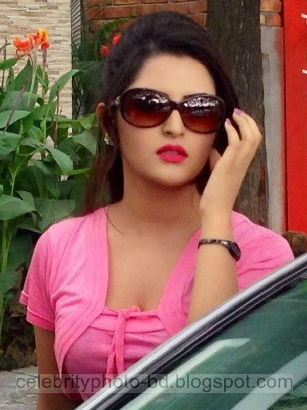 Pori+Moni+and+Shakib+Khan's+Latest+Hot+Photos+From+Bangla+Movie+Dhumketu+(2014+)002