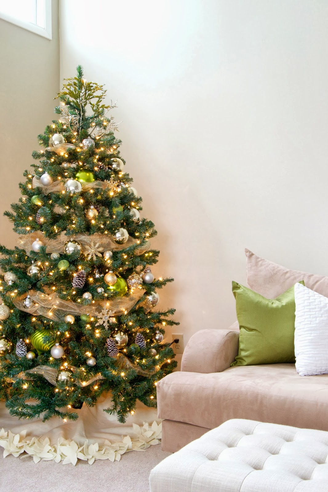 Green and gold christmas tree decor ideas