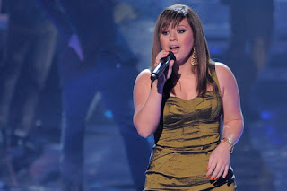 Kelly Clarkson New Images