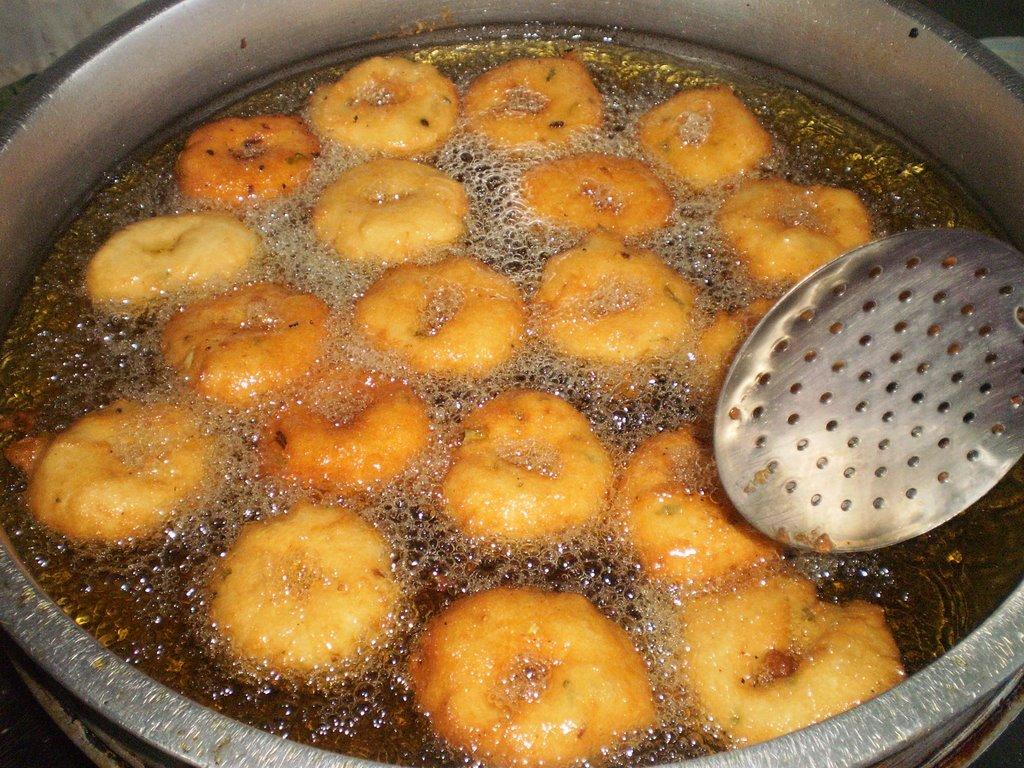 how to make uzhunnu vada malayalam