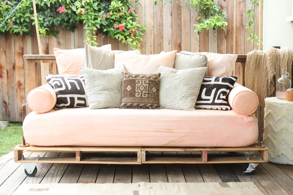 Outdoor furniture for a future patio? I love daybed couches as outdoor