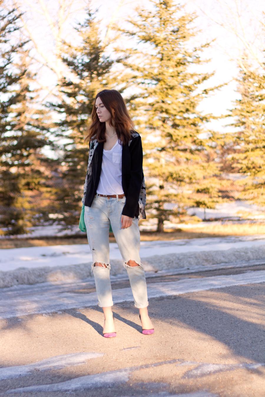 boyfriend jeans, dressing up boyfriend jeans, sheer blazer, floral blazer, casual work