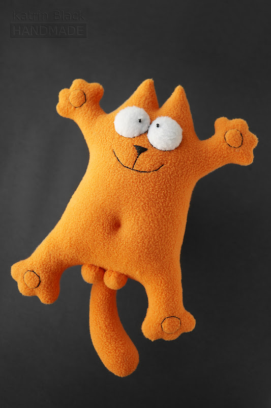 Игрушка кот Саймона с яйцами рыжий.