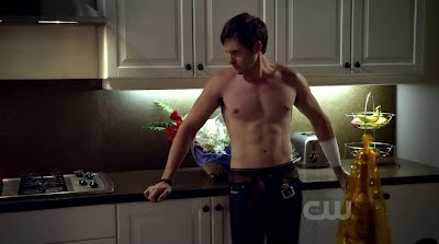Jonathan Patrick Moore Shirtless in L.A. Complex s1e04