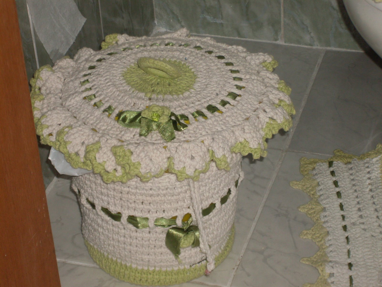 Nane Artesanato: Lixeira de banheiro verde #683B1F 1600 1200