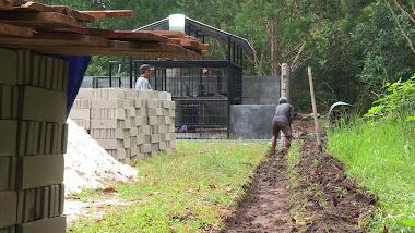 Tranchée pour la fondation du mur de l'enclos principal