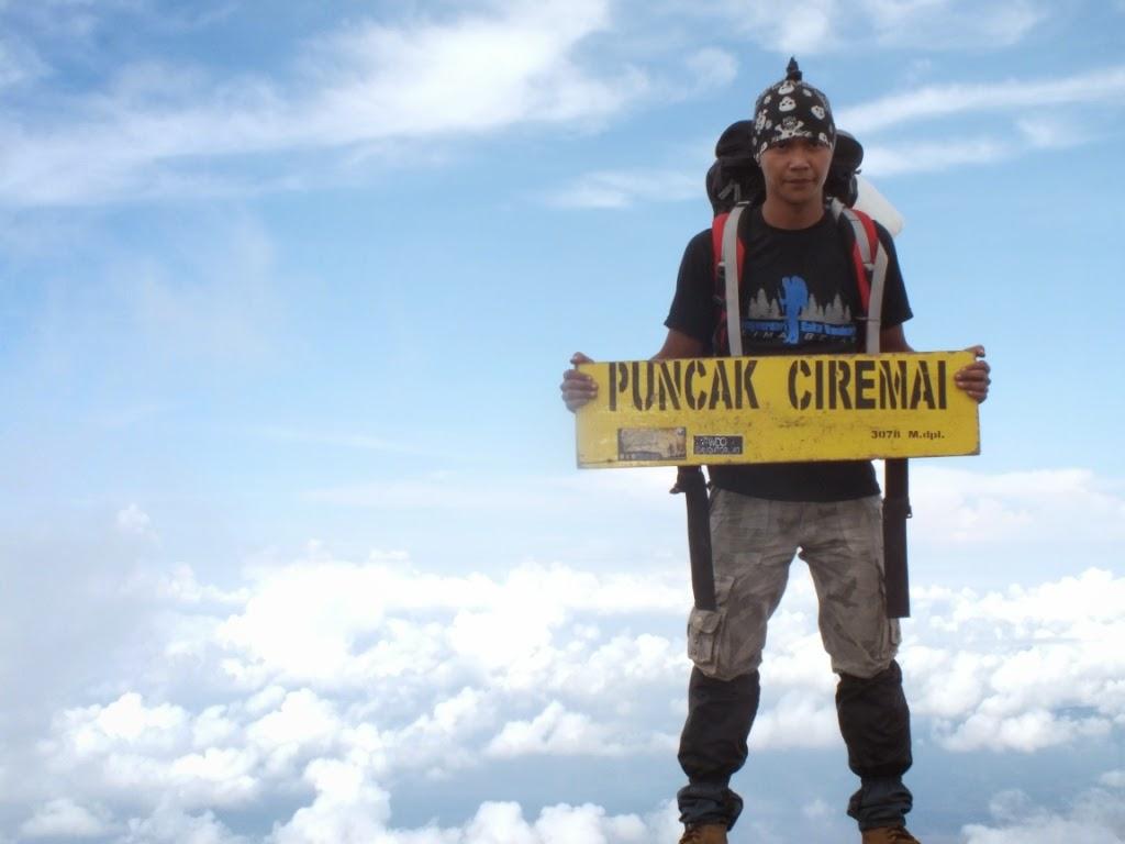 Pemandangan Puncak Gunung Ciremai Jawa Barat