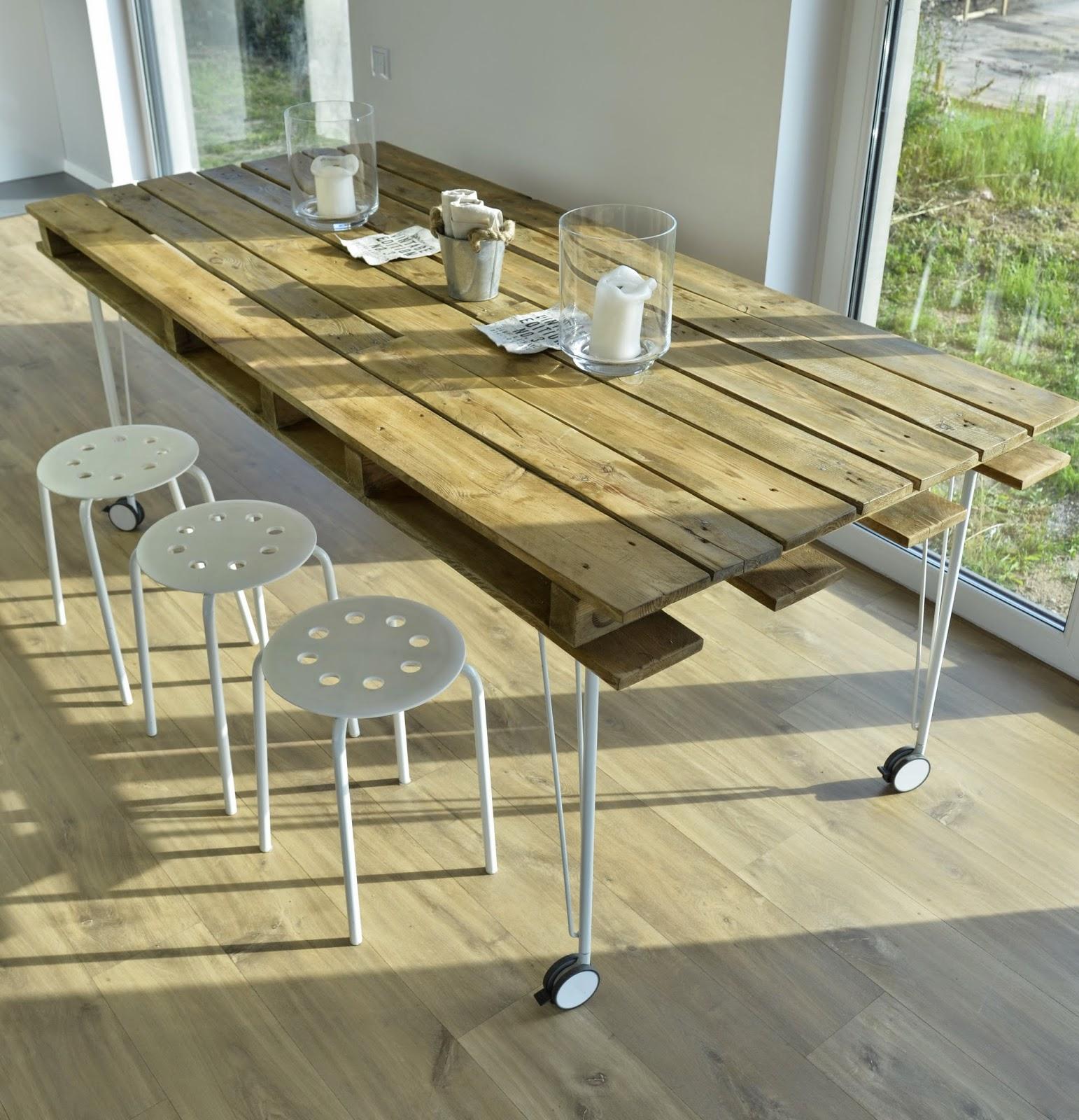 Pallet dining table - Photo By Michal Krzyzanski