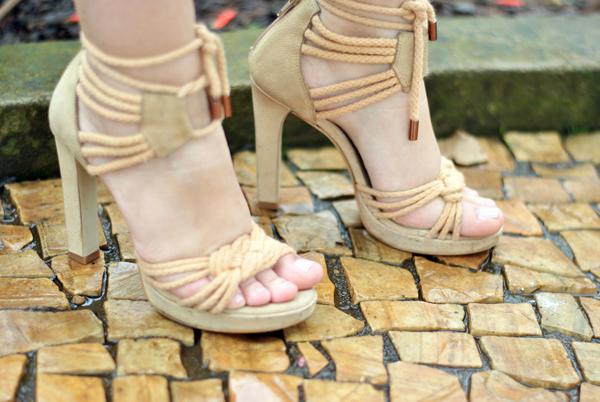 VIDEO TAG: Confissões de uma viciada em sapatos! - sandália alta nude de corda - Santa lolla