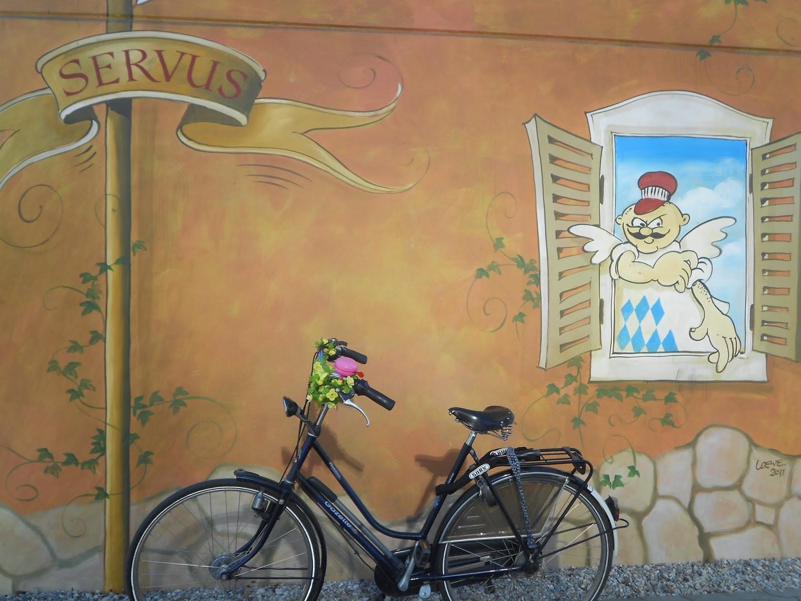 Servus! Radler Grüße aus dem Olympischen Dorf, München