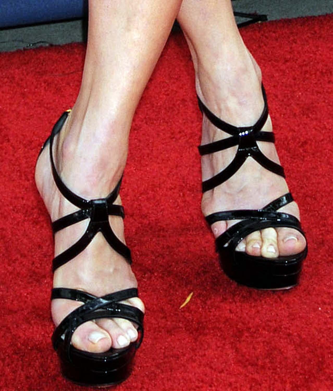http://1.bp.blogspot.com/-dy6KmSklDtU/TfqUZ2HQtoI/AAAAAAAAA5g/C8oq2SEGqk8/s1600/Chelsea-Handler-Feet-423103.jpg