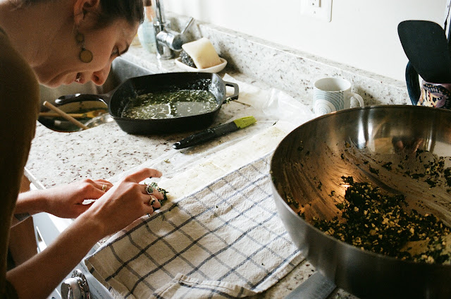 TheKitchenWitch filling Spanakopita