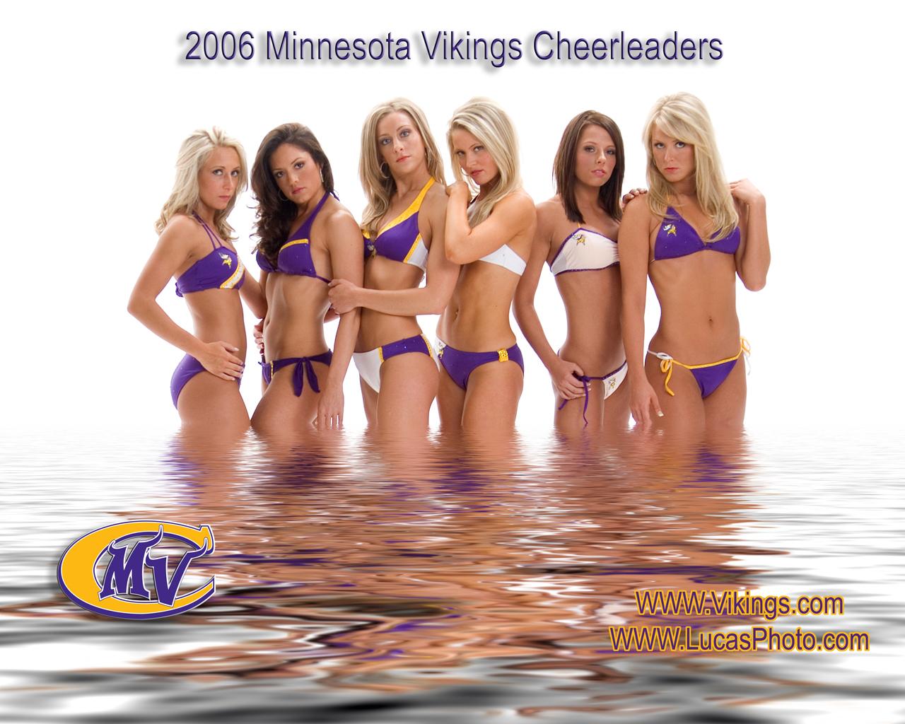 http://1.bp.blogspot.com/-dyPe_3Y7qbk/Tt1Bl2J2y-I/AAAAAAAAIQw/5rfZfiXWdwc/s1600/Minnesota-Vikings-Cheerleaders-2-FG9L5PFFO8-1280x1024.jpg