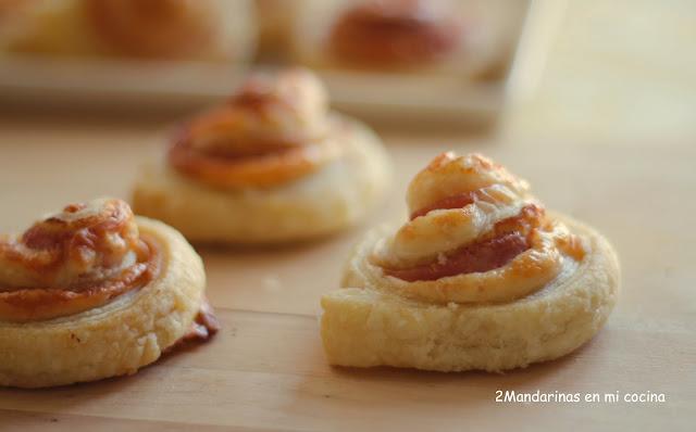 Espirales de hojaldre con jamón de york y queso
