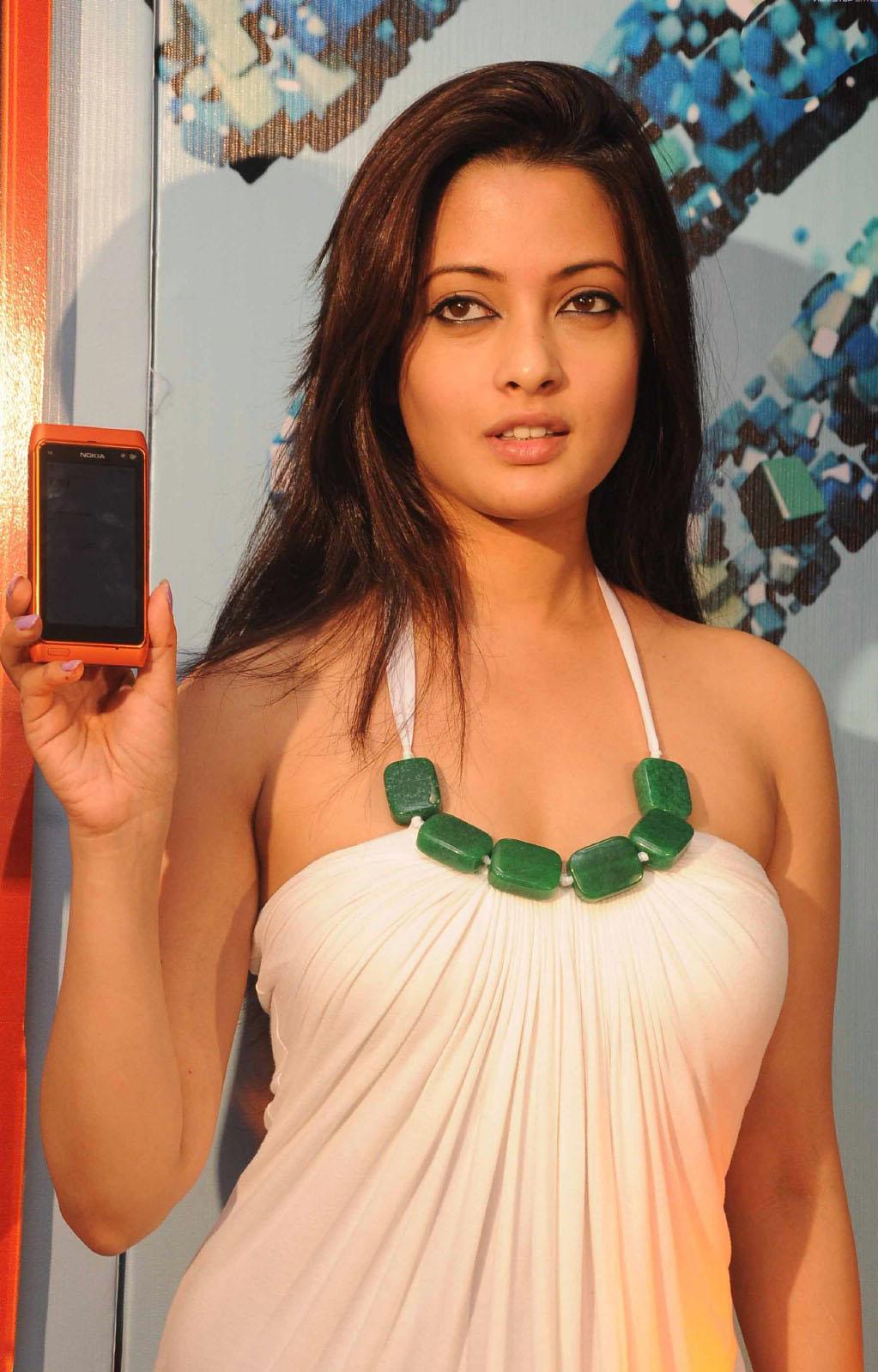 Riya Sen Nokia N8 Launch1 - Riya Sen Nokia N8 Phone Lauch Pics