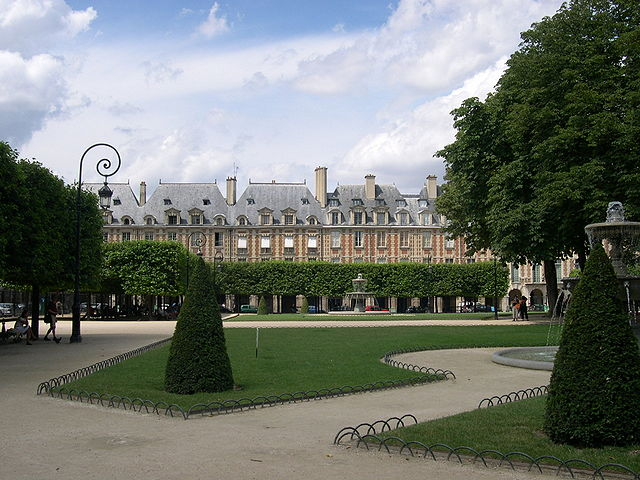 """Paris PlaceDesVosges Ouest"" by AlNo (discuter/talk/hablar/falar) - AlNo (discuter/talk/hablar/falar). Licensed under CC BY-SA 3.0 via Wikimedia Commons - http://commons.wikimedia.org/wiki/File:Paris_PlaceDesVosges_Ouest.JPG#/media/File:Paris_PlaceDesVosges_Ouest.JPG"