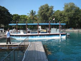 Glass Bottom Boat di Pulau Putri Island Resort Seribu Jakarta