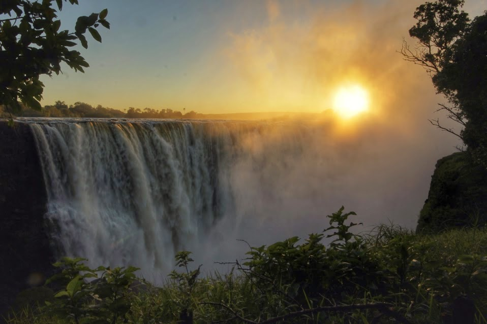 The sunrise is in just the right place to see it over Main Falls at this time of year. #victoriafalls