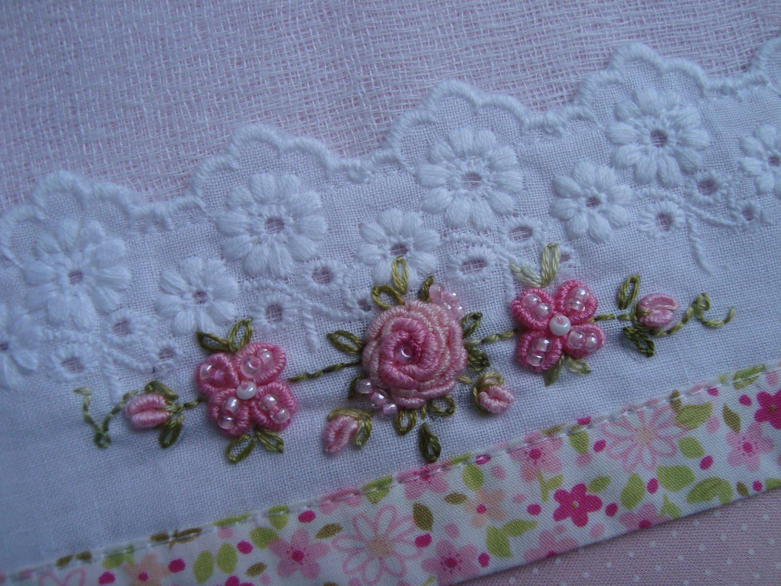 Вышивка в стиле рококо розы