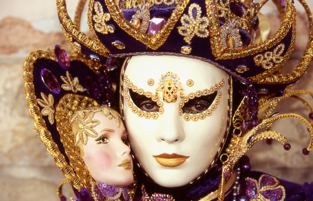 Une nouvelle fleur en plein questionnement - Page 3 INCOGNITO-at-Venice-Carnival-2010-a21908864
