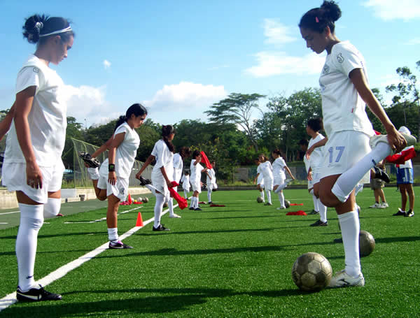 C mo entrenar el f tbol femenino f tbol for Cuando es fuera de lugar en un partido de futbol