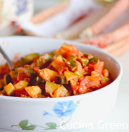 zucchine al pomodoro semplici e leggere