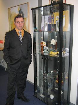 La seful CWI , cu trofee