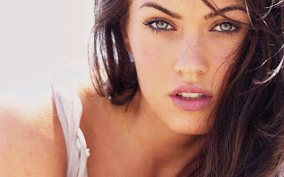 """<img src=""""http://1.bp.blogspot.com/-e-IiTxVaoBs/UbygHuD4--I/AAAAAAAAAe8/HCS8-rM_icI/s1600/megan-fox.jpg"""" alt=""""Megan Fox""""/>"""
