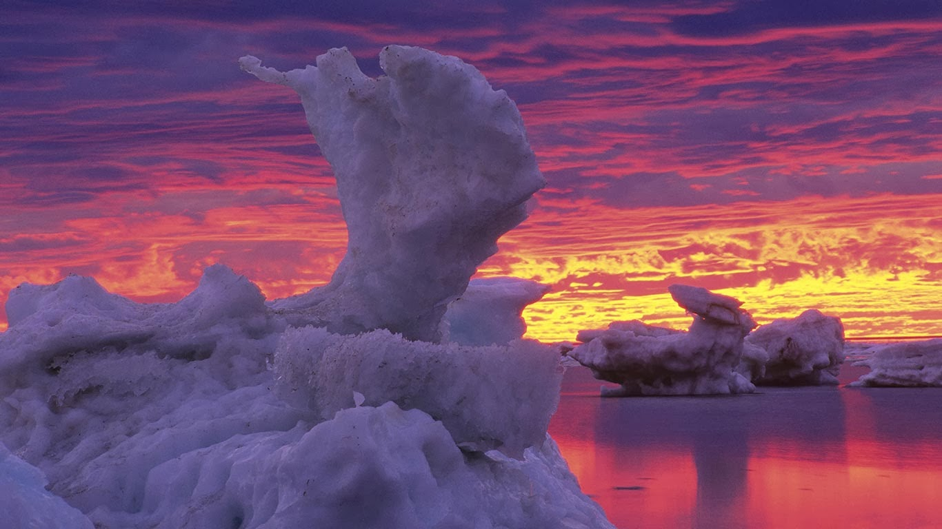 Ice flows on Hudson Bay, Churchill, Manitoba, Canada (© Mike Grandmaison/All Canada Photos/SuperStock) 354