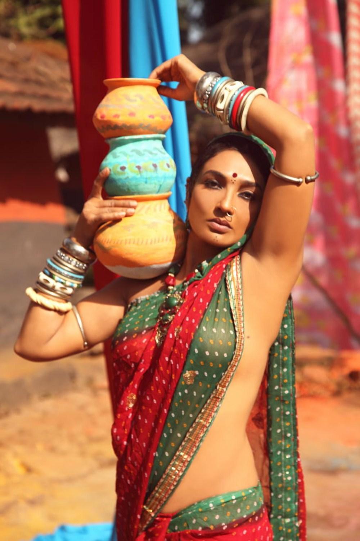 Ramya Sri Hot Without Blouse and Bra In Saree Photos - Hot Blog Photos