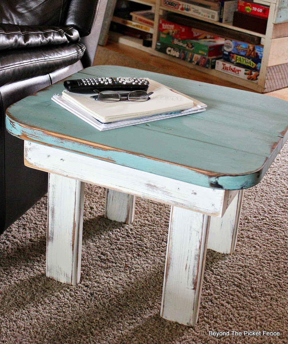 end table, paint, wood table, repurposed, upcycled, Beyond The Picket Fence, http://bec4-beyondthepicketfence.blogspot.com/2015/02/end-table-or-what-to-do-with-ugly-table.html