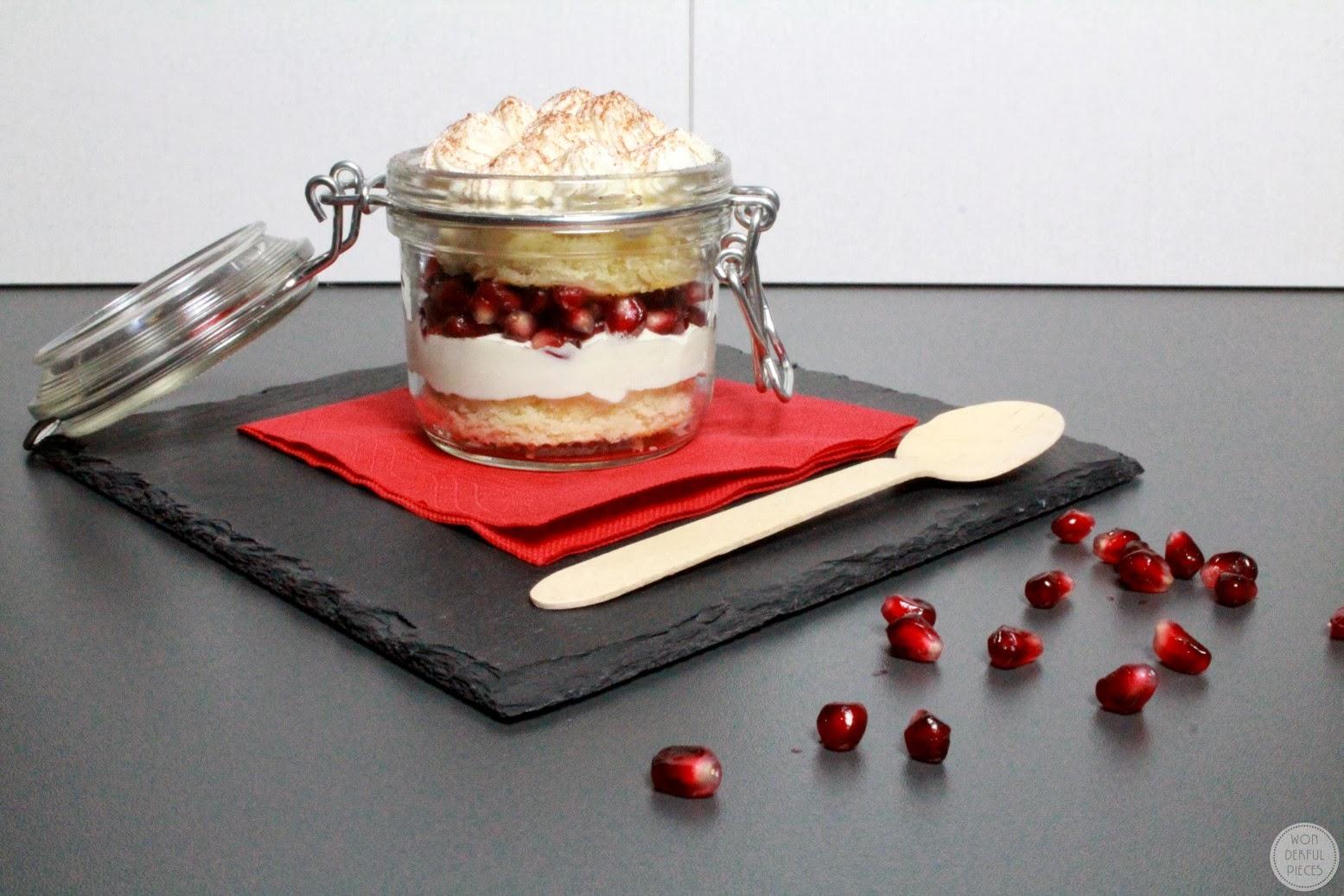 wonderful pieces schnelles dessert mit bisquit und granatapfel. Black Bedroom Furniture Sets. Home Design Ideas
