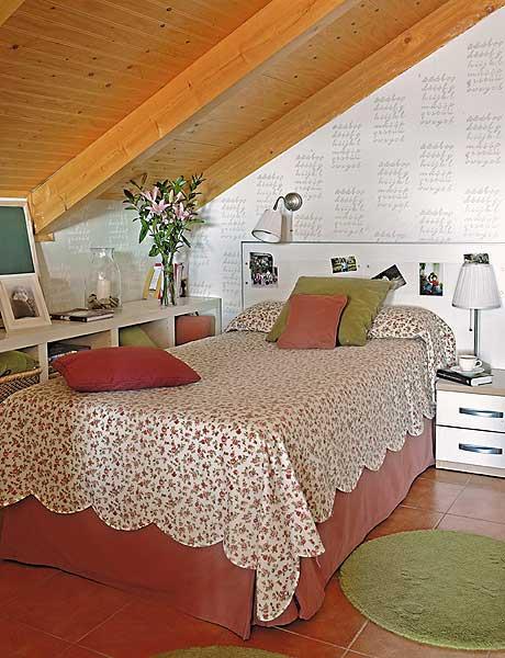 Idée Rangement Chambre Mansardée : décoration petite chambre mansardée