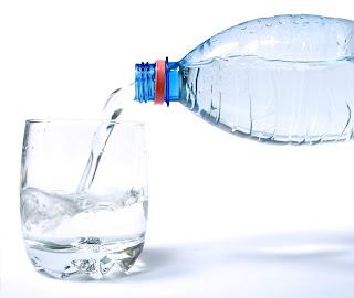 keburukan, bahaya, kesan negatif, minum air lebih, sampingan, kawal, berapa banyak, gelas, sehari, suam, masak