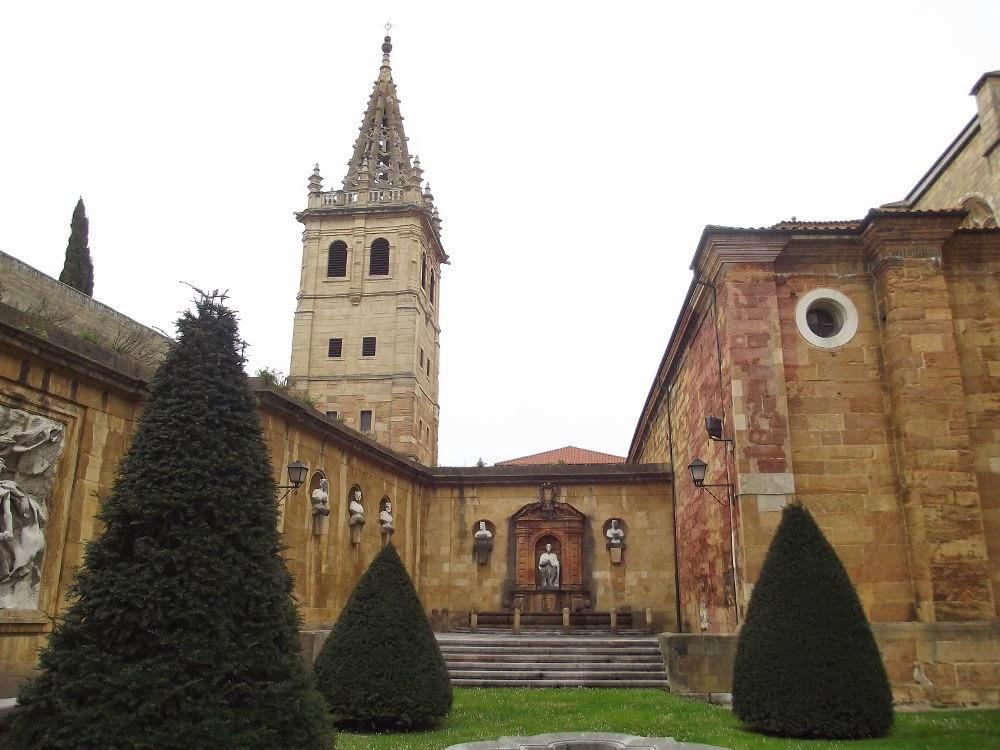 La catedral de oviedo y ii for Jardin del convento