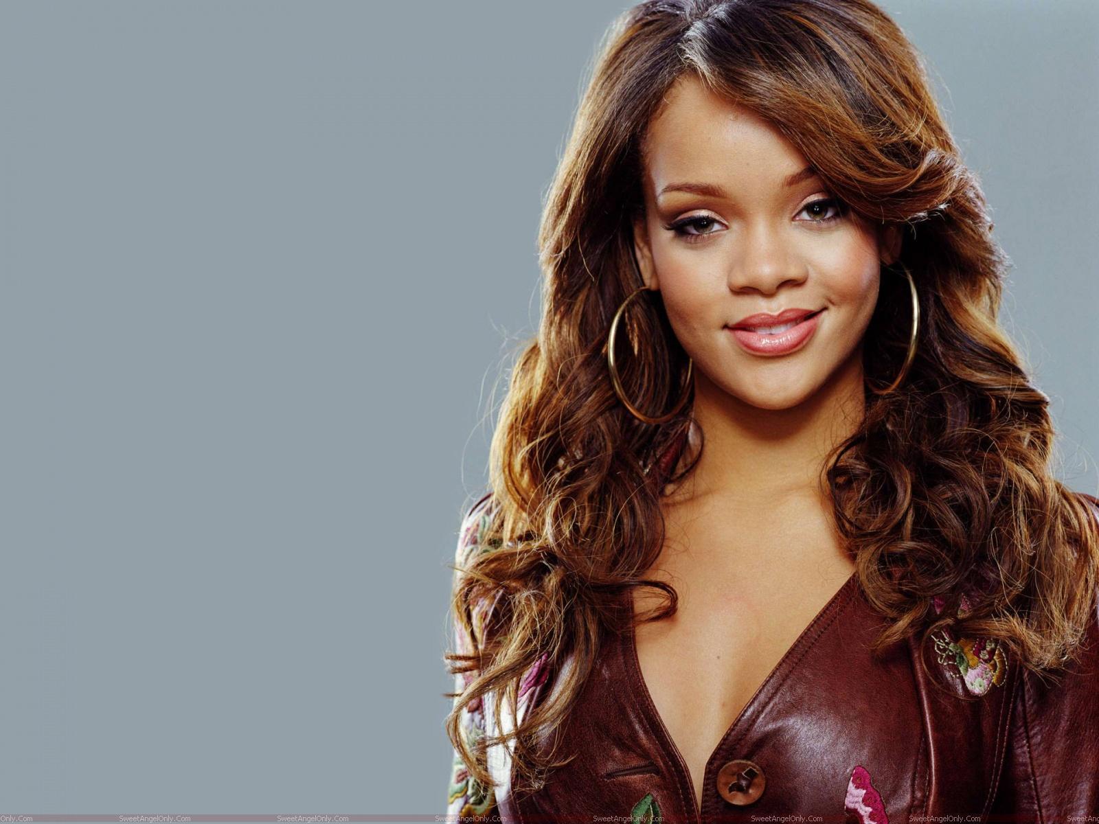 http://1.bp.blogspot.com/-e-lbvaLIwlA/TgBc_bMZZFI/AAAAAAAAFrU/tijoHKHFp9o/s1600/celebrity_rihanna_wallpaper.jpg